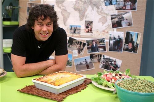 Ariel Rodriguez Palacios, Definitivamente es un ejemplo de chef! La pasion y la onda que le pone, su estilo al cocinar: Brillante!  Les recomiendo ver todos sus programas en utilisima