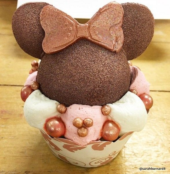 Every. Single. Rose Gold Snack. in Disney World | the disney food blog