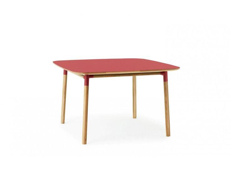 Stół Form 120 x 120 cm czerwony — Stoły Normann Copenhagen — sfmeble.pl