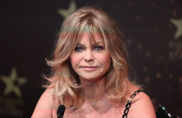 Goldie Hawn Photos Photos - Goldie Hawn speaks during a press conference to launch her MindUP program on November 14, 2016 in Melbourne, Australia. - Goldie Hawn Press Conference