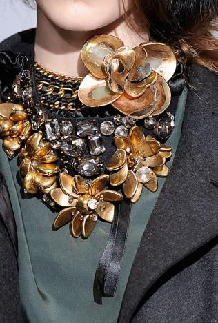 talk about a statement necklace
