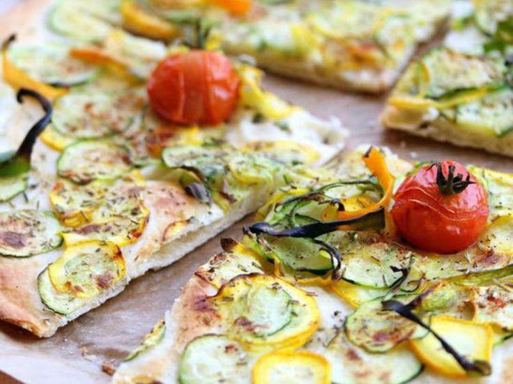 Pizza végétalienne aux courgettes et les herbes de la Garrigue, pas cher