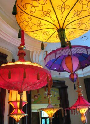 The Wynn's Parasol Up/Down is a great bar and outdoor seating can enjoy the evening light shows. The Sinatra Smash was a memorable cocktail!