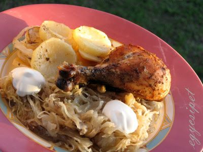 Savanyú káposztával és krumplival rakott csirke