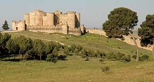 La fortaleza de Belmonte es uno de los ejemplos de arquitectura militar medieval más homogéneos que pueden encontrarse, dado que el estado actual del edificio es prácticamente el mismo, al menos en lo que a estructura exterior se refiere, que tenía cuando su constructor y arquitectos lo diseñaron. Ello fue a mediados del siglo XV.