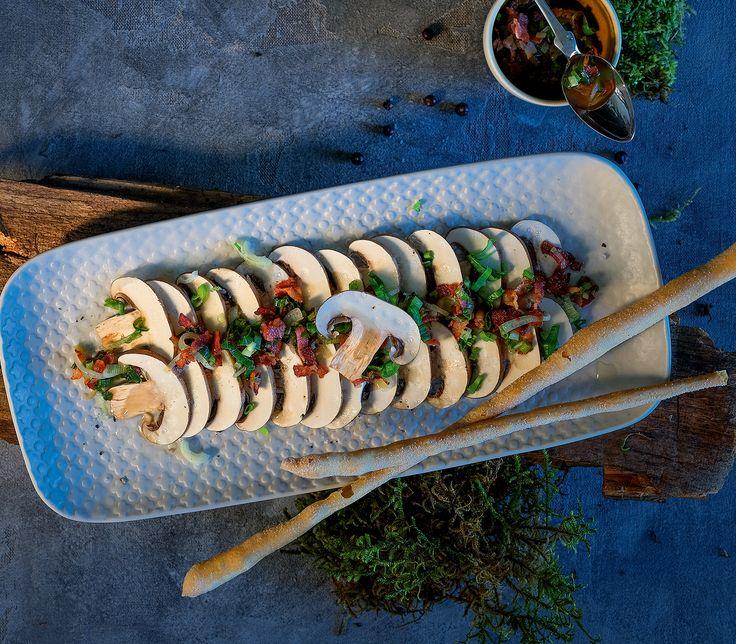 Champignons, aber auch Steinpilze, eignen sich auch zum Rohessen. Die Pilze müssen aber von bester Qualität sein.