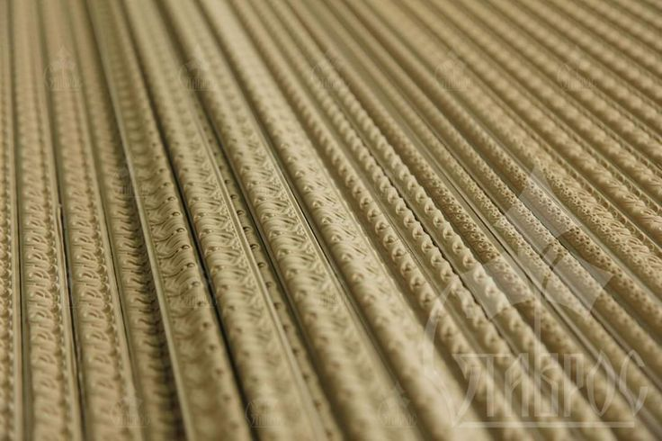 Декор из древесной пасты (пульпы) изготавливается из натуральной стружки бука или ели, растертой до состояния древесной муки. Для придания формы и достижения прочности, в древесную пыль добавляются особые связующие компоненты. Decorative mouldings made of wooden paste. Decor of wooden paste (pulp) is made of natural beech or spruce shavings, pounded into flour. To shape and achieve strength in wood dust are added special binders.
