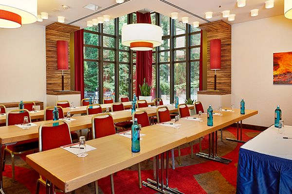 Eines der Konferenz- & Seminarräume / One of the conference and seminar rooms | H+ Hotel Bad Soden