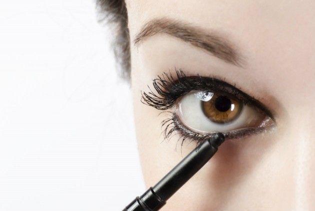 Tips para delinear los ojos rápidamente