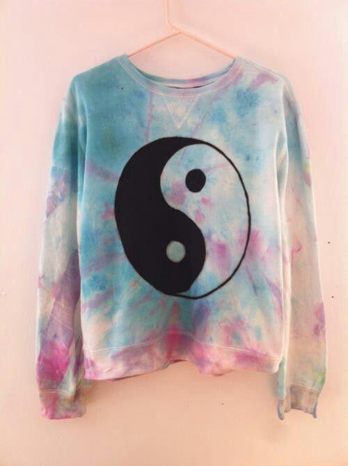 Tie dye sweater ying yang pastel goth                                                                                                                                                      Mais