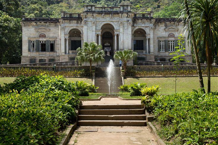 Patrimônio histórico do Rio de Janeiro, o Parque Lage é sinônimo de arquitetura deslumbrante, elegância e exclusividade para casamentos