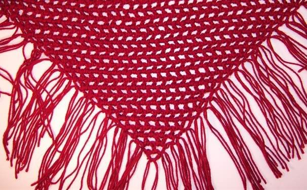 Loose chunky Scarf/Shawl Free Crochet Pattern - I keep seeing people with similar scarves.... Maybe I can get my act together and make one!