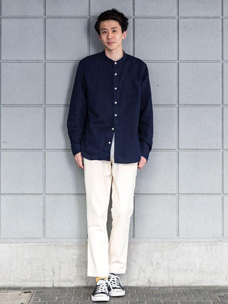 【渋谷店スタッフ注目コーデ】 トップスはリラックス感のあるノーカラーのリネンコットンシャツ。くるぶしが見える絶妙なアンクル丈のストレッチスリムパンツで春らしく軽やかに。  ノーカラーリネンシャツ (Color:ネイビー/¥7,900/ID:715688/着用サイズ:M) クルーネックTシャツ (Color:グレー/¥2,900/ID:180480/着用サイズ:L) スリムフィットチノ (Color:ナチュラル/¥7,90...