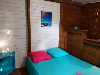 Barbade bungalow bois 2 chambres  et 2 salles de bain (Réf:5656 Bungalow Guadeloupe Deshaies)
