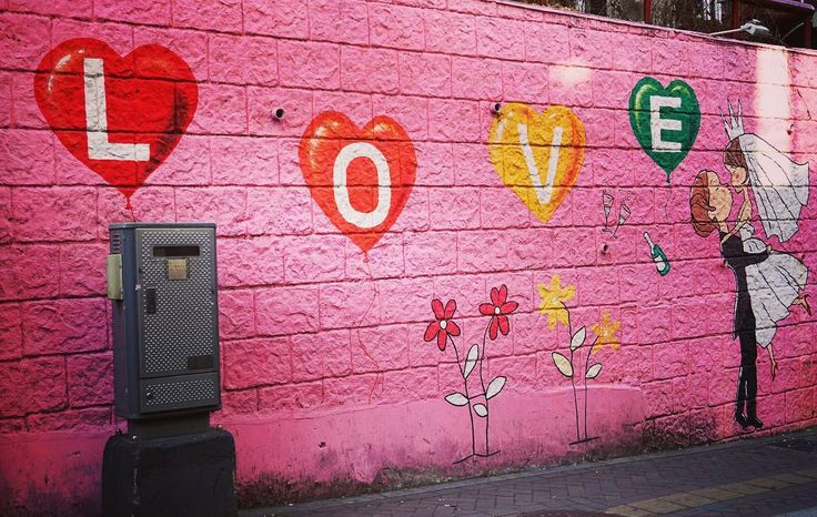 🎶...All you need is love, love.⠀ Love is all you need. 🎶 ⠀ ⠀ I love❤ street art, it brightens up a city and showcases the work of talented artists without being in the confines of a gallery.