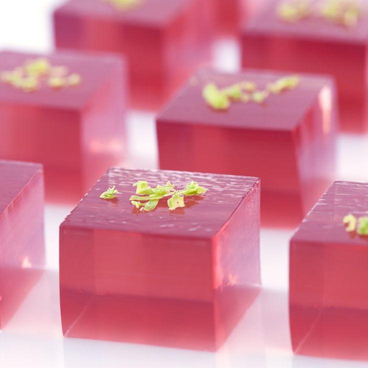 Cosmopolitan jelly shot (cranberry, orange vodka, Grand Marnier, Roses Lime)