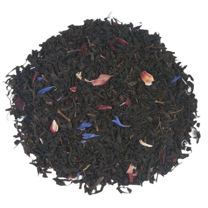 LIEFDESDROOM | Een thee met een romantische naam als 'Liefdesdroom' is maar moeilijk om vanaf te blijven. Vooral als je weet dat de gearomatiseerde blend van zwarte thee met hibiscusbloesem en korenbloemblaadjes is verrijkt. Huilfilm in de aanslag, dekentje erbij en genieten maar! |