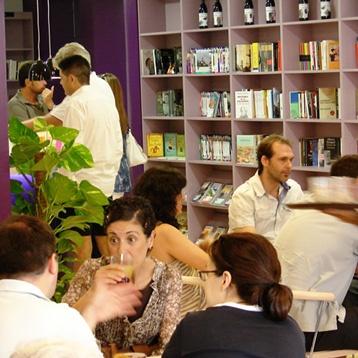 Bibliocafé Valencia: librería, cafetería... y también talleres, tertulias, presentaciones de libros