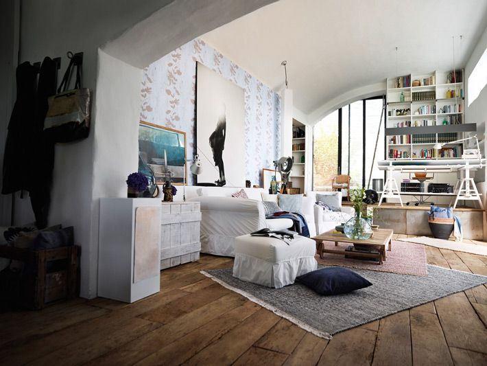 Living in Amsterdam: Mediating Modesty and Extravagance — Freunde von Freunden. This looks cozy. And it's in Amsterdam :)