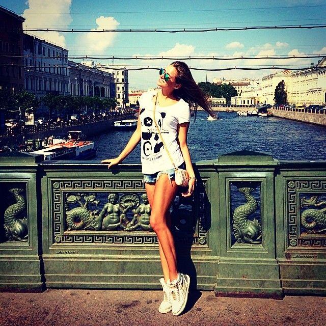 Каролина Севастьянова – Олимпийская чемпионка по гимнастике.  Официальная страница на Facebook https://www.facebook.com/KarolinaSevastyanovaSF