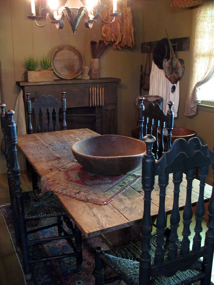 i love this small primitive dining room - Primitive Kitchen Tables