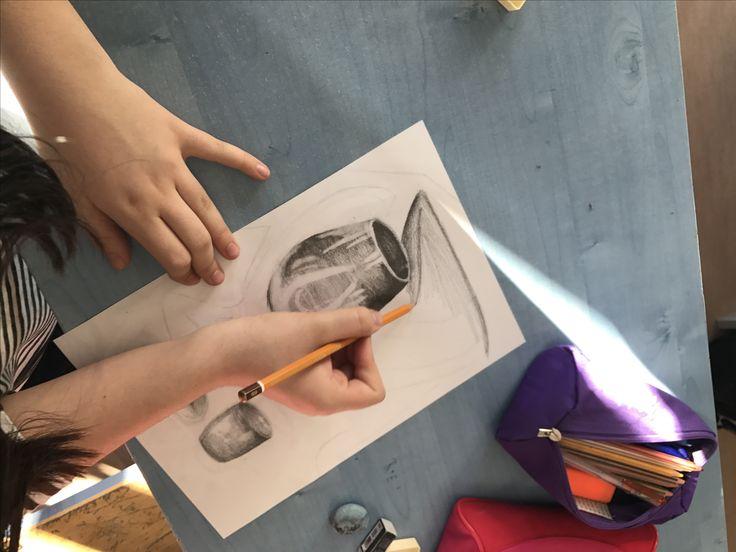 Látvány utáni rajzolás Drapéria, pohár #education #artschool #studentlife #oktatás #művészet #grafika