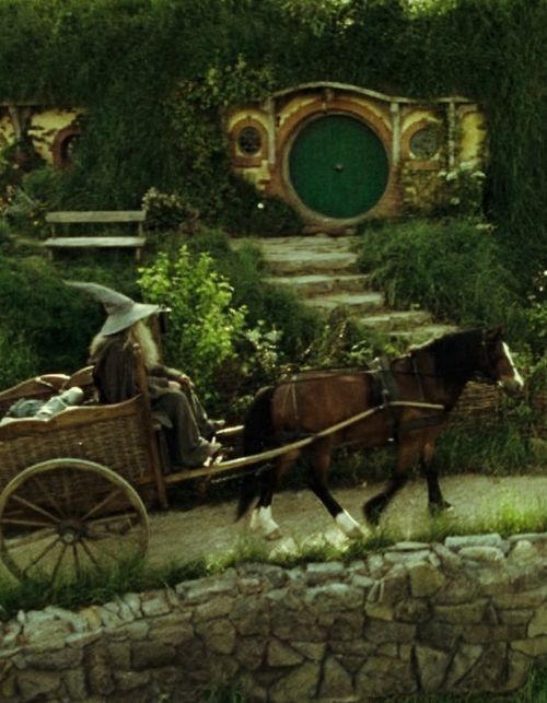 1000 images about hobbit houses hobbit things lord of the rings things on pinterest the. Black Bedroom Furniture Sets. Home Design Ideas