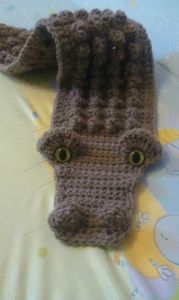(Tutoriel du cache col croco)  If you are an experienced crocheter, you won't need instructions in English. I'm going to do one with the crocodile crochet stitch. Cool, huh?