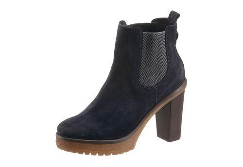 #TOMMY #HILFIGER #Damen #High-Heel-Stiefelette #blau Wer auf ungewöhnliche High-Heels steht wird diese Stiefelette von TOMMY HILFIGER lieben. Die legendäre Form mit runder Schuhspitze wurde durch die Ausführung in schöner Chelsea Optik frisch und neu interpretiert. Das Obermaterial aus feinem Veloursleder ist mit den bewährten Stretcheinsätzen zum Schlupfen versehen und passt prima zu allen eleganten Business Looks. Dank 2,5 cm hohem Plateau ist der 10 cm hohe Blockabsatz leicht zu tragen…