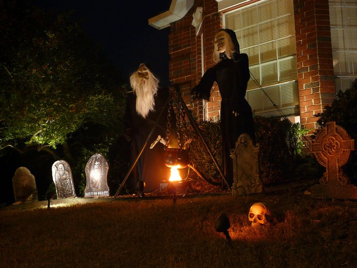 ... Texas - Reader Submissions: Show Us Your Outdoor Halloween Decorations