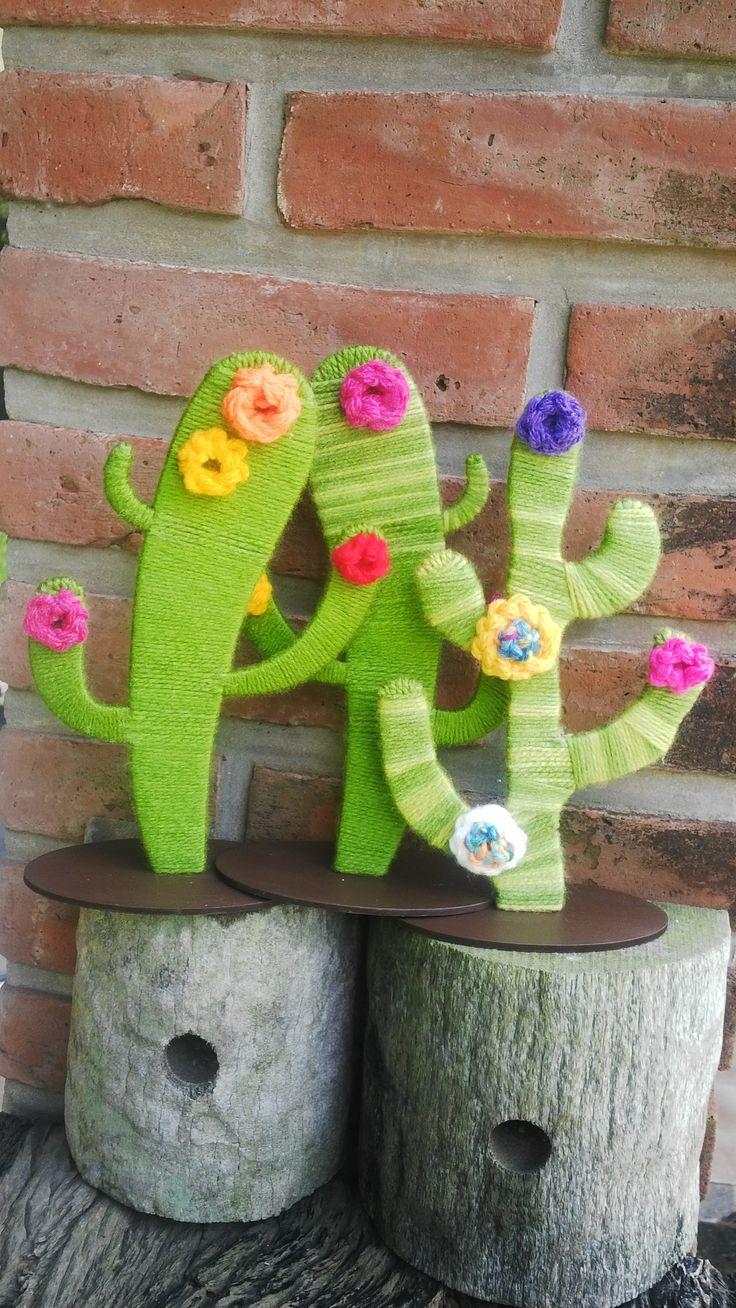 Cactus de madera forrados con lana
