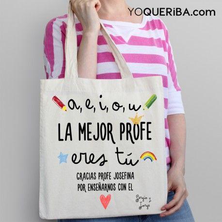 """Tote bag """"La mejor profe"""" Un bolso dedicado a los profesores, con una frase muy divertida para agradecerle todo lo que hace por sus alumnos desde el corazón. Puedes personalizarlo con su nombre y con el nombre del pequeño o pequeños que se la dedican. También disponible en catalán"""