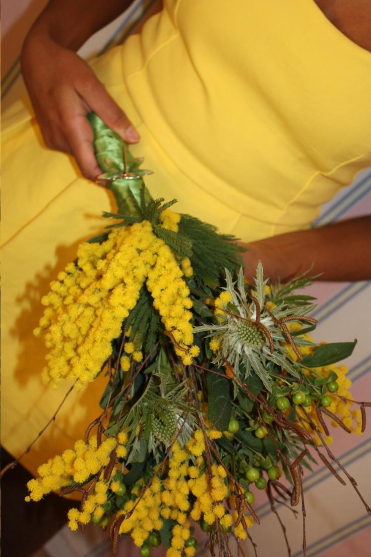 ...a yellow bridesmaid bouquet!
