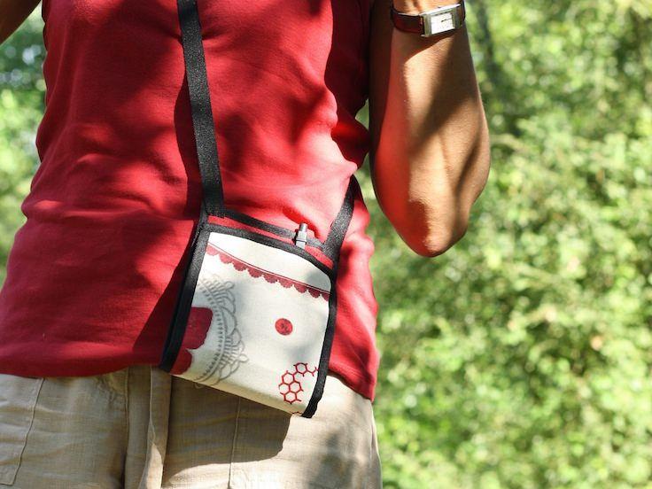 ~ Ti Sac Romantique Rouge ~ #tisac #romance #red #estival #summer #sacoche #minimal-design #handbag #léger #fanny-pack More > https://www.tisac.shop