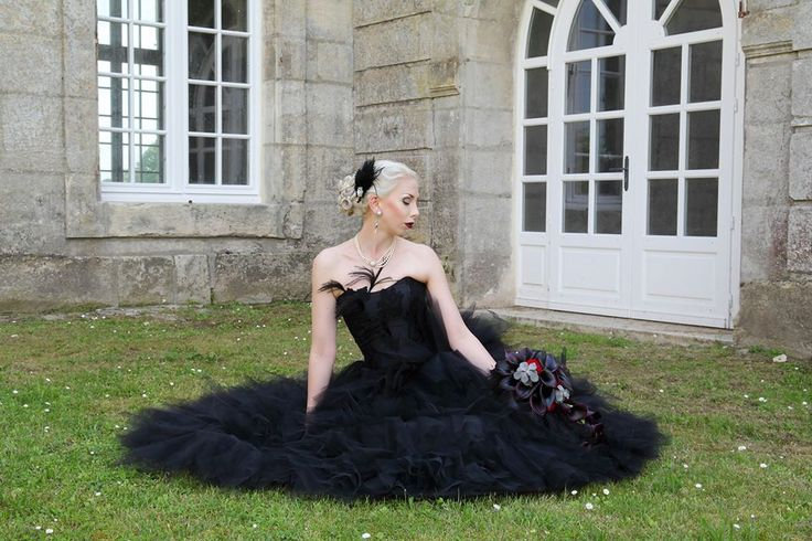 Janne and Tony's gothic wedding Cermony in Citty Hall of Villers-Sous-Saint-Leu, France