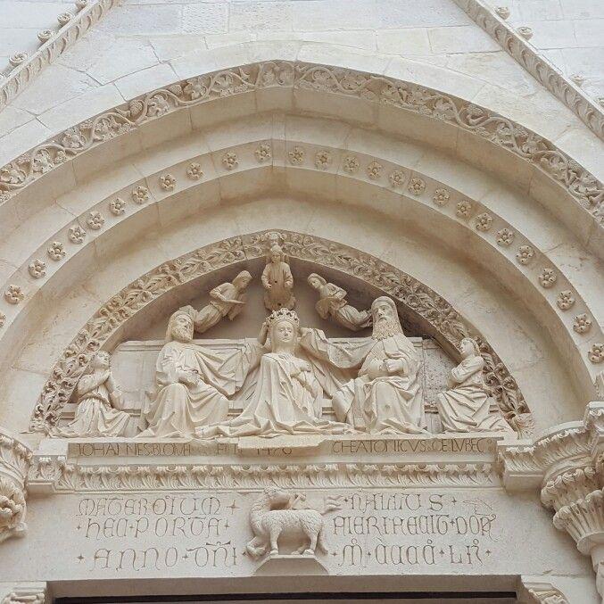 Particular of the curch S.Mary just made in the 1476! Particolare della Chiesa di S. Maria Assunta datato 1476! #Abruzzo #Travel #Italy #Abruzzen #Abruzzosegreto #caramanico #curch