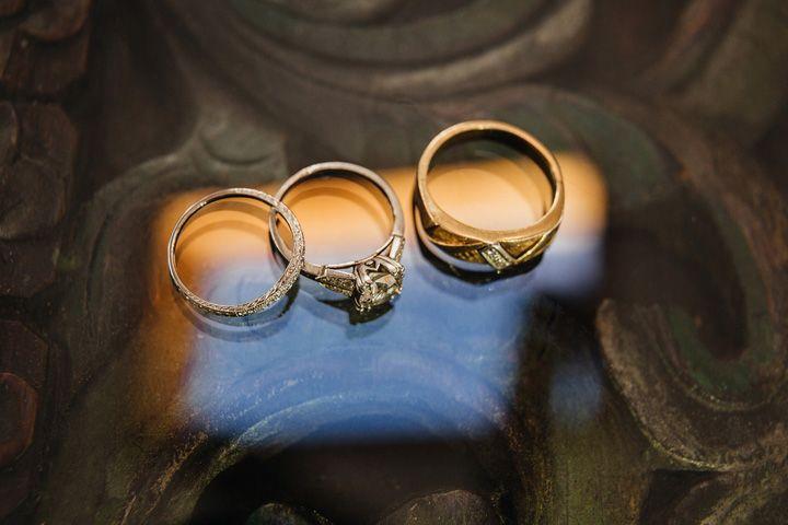eautiful engagement ring - a family heirloom | fabmood.com #wedding #backyardwedding #fallwedding #sunflowerthemed