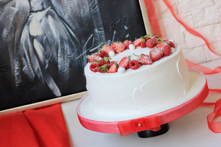 Соблазнять нужно уметь...  И сочные, кремово-ягодные торты это умеют