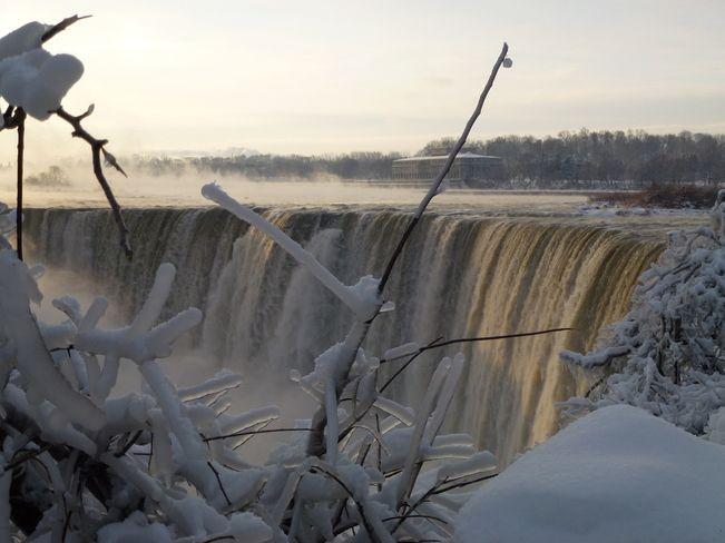 Cold morning at Horseshoe Falls // by Philip Carsley, Niagara Falls, ON