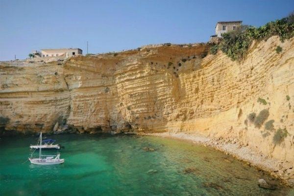 Βρήκαμε και σας παρουσιάζουμε τις 10 ομορφότερες κρυμμένες παραλίες της Μάνης! (Photos)