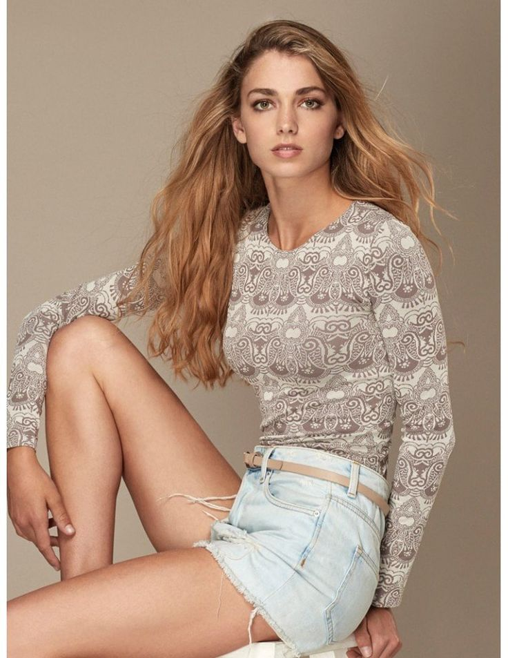 Fashion Shirt Ethno Design Beautiful shirt with long sleeves and round neck.