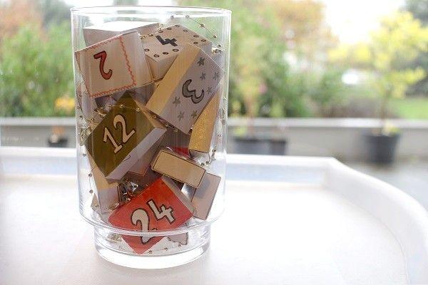 Calendrier de l'Avent DIY avec des petites boites d'allumettes dans un bocal ! #mamannougatine #calendrieravent #calendrier #avent #chaussette #diy #faitmaison