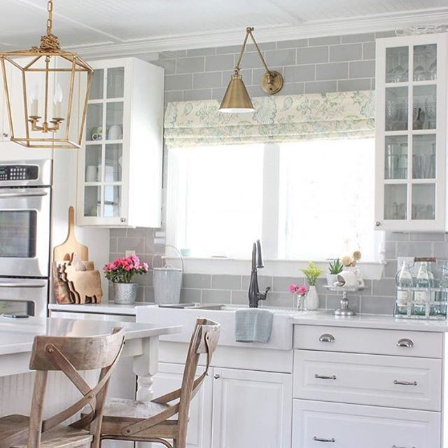 Happy Saturday! Hope you've got some fun plans today. Guess where I am today?....Yep, another soccer tournament!! Lol! So I have been looking for some kitchen inspiration for lighting and seating and I'm absolutely obsessed with this amazing kitchen design by Laura @laura_willowstreetinteriors! I just love this beautiful bright space! Those light fixtures are stunning!  I'm a big fan of mixing metals and textures in a room (see how the cabinet pulls are nickel?)! I think it brings such chara