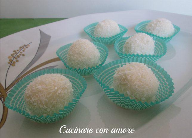 oggi vi presento questi dolcetti al cocco con ricotta e bayles al cream caramel, sono semplicissimi e veloci da preparare e non hanno bisogno di cottura