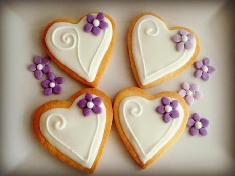 Galletas de corazón con flores lilas - Paperblog