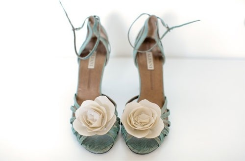 want them: Pretty Shoes, Fashion, Style, Wedding Ideas, Shoe Clips, Heels, Something Blue, Accessories