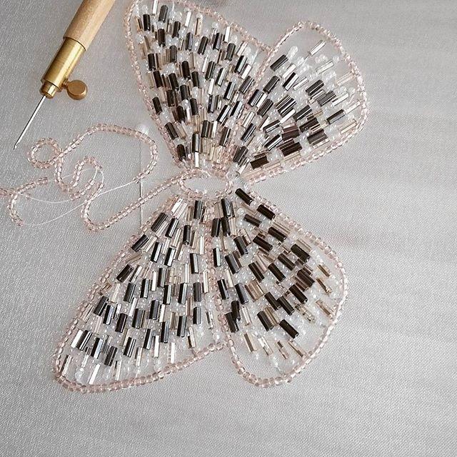 #бабочкавышитаябисером #люневильскийкрючок #люневильскаявышивка #тамбурнаявышивка #вышивка #вышивкабисером #embroidery #lunevilleembroidery
