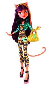 Monster High Dolls: Freaky Fusion Cleolei Doll Cleolei is a combination of Cleo de Nile and Toralei. She has an almost sun burnt skin tone, a little on the pink side. She has one plain hand and one hand that's wearing a gold glove.  http://awsomegadgetsandtoysforgirlsandboys.com/monster-high-dolls/ Monster High Dolls: Freaky Fusion Cleolei Doll
