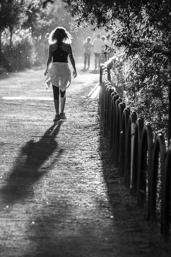 Walking girl by Bruno Herrera González on 500px