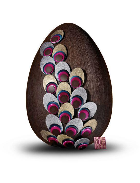 Fauchon - Œuf Paon http://www.vogue.fr/culture/le-guide-du-week-end/diaporama/paques-2014-les-oeufs-en-chocolat-des-grandes-maisons/18331/image/993509#!l-039-oeuf-en-chocolat-fauchon
